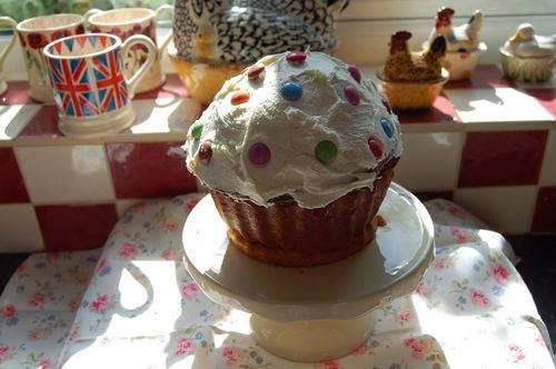 Giant cupcake 220511